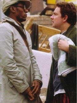 Martin Freeman (Athur Dent, a destra, riconoscibile per l'immancabile asciugamano) e Mos Def (Ford) in una foto scattata sul set del film