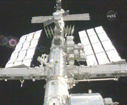 La ISS vista dall'Endeavour. NASA TV
