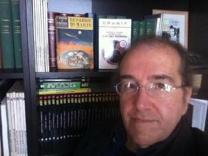 Giuseppe Lippi con il primo e l'ultimo numero di <i>Urania</i>