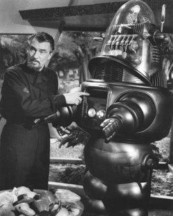 Morbius (Walter Pidgeon) e Robby the Robot nella pellicola originale.