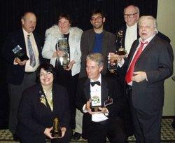I vincitori del Nebula (foto: Locus): Joe Haldeman, Kelly Link, Gordon Van Gelder (ritirava per Carol Emshwiller), William F. Nolan, Harlan Ellison, accosciati Holly Black, Michael Cassutt (per Serenity)