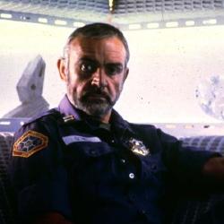 Una scena da <i>Atmosfera zero</i> (<i>Outland</i>) film con tematiche in parte simili alla nuova serie <i>Outcasts</i>