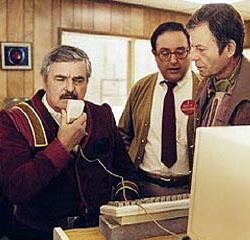 Una delle scene più famose di James Doohan: Scotty cerca di comunicare con un vecchio Mac parlandogli attraverso il mouse.