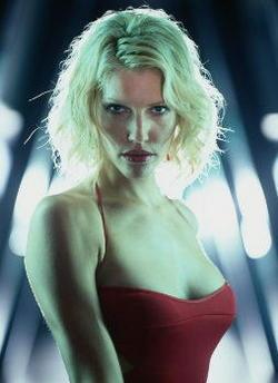 "Tricia Helfer, ""Numero 6"" nella nuova <i>Battlestar Galactica</i>"