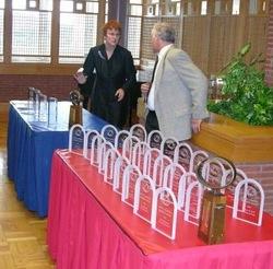 I premi Campbell (in primo piano) e gli Sturgeon allineati per la premiazione