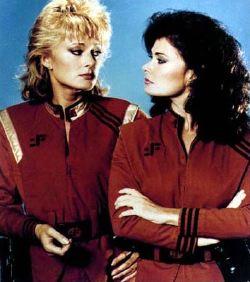Due protagoniste della serie: Lydia (June Chadwick) e Diana (Jane Badler)