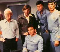 Robert Wise sul set di <i>Star Trek</i>, con Roddenberry, Shatner, Kelley e Nimoy