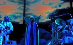 Quel giorno in cui gli alieni (e la storia del rock) passarono da Napoli