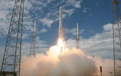 SpaceX: missione riuscita per il Falcon 9, il razzo privato è atterrato