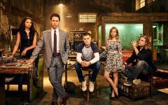 Travelers: I viaggi nel tempo secondo Netflix e Showcase