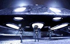 Tornano gli alieni di Andrea Ricca