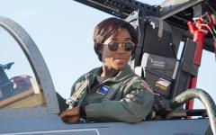 007 (ma non James Bond) diventa una donna nera e la rete impazzisce