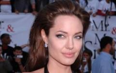 Angelina Jolie passa da Wanted 2 a Gravity