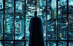Finalmente, Christopher Nolan si fa sentire.
