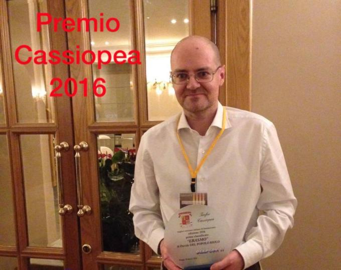 Davide Del Popolo Riolo col premio Cassiopea. Foto di Dario Tonani