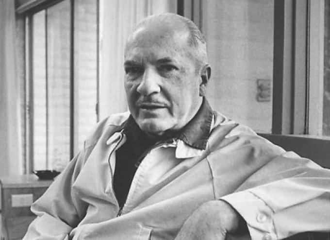 """<a href=""""https://it.wikipedia.org/wiki/James_S._A._Corey"""">Robert Heinlein</a>"""