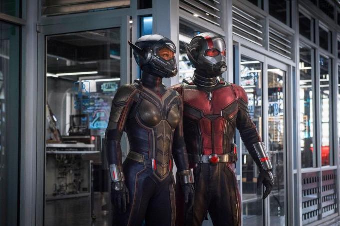 Due eroi sono meglio di uno, soprattutto se lei ha i blaster...