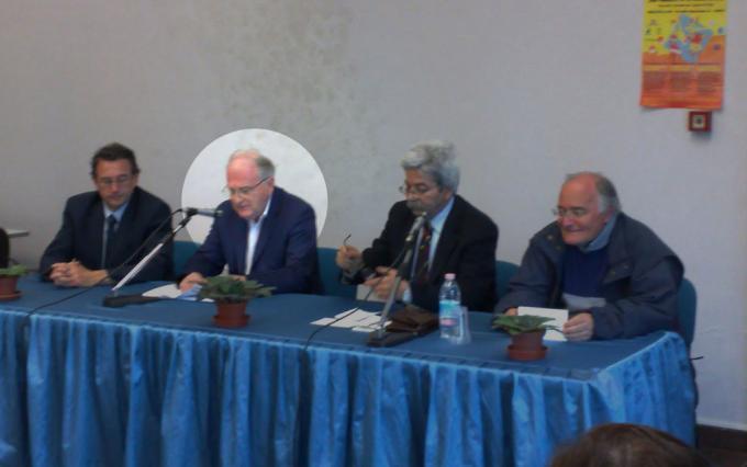 Evidenziato il prof. Lucio D'Arcangelo, alla sua sinistra Marco Solfanelli, alla destraVito Moretti e Ezio Sciarra