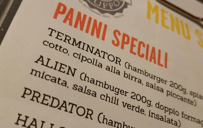 L'Alien, giustamente, ha la salsa chili verde