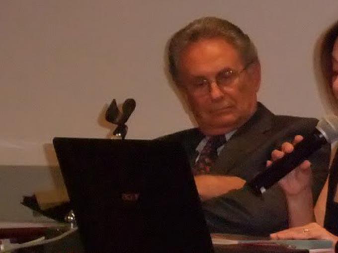 Giovanni Armenia a un incontro sull'astrologia (foto di Ciro Discepolo)
