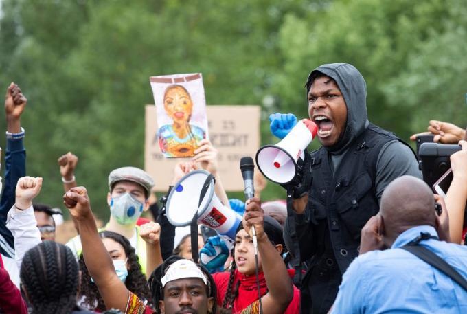 John Boyega parla a Londra nelle proteste per l'uccisione di George Floyd