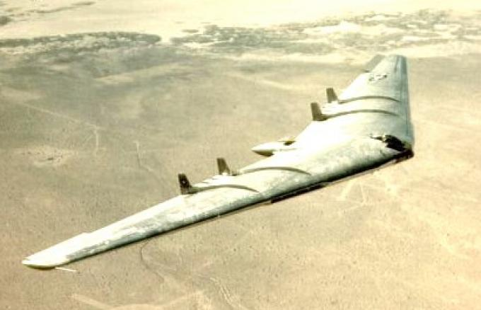 L'Ala Volante YB-49 durante un volo di prova nel 1950. (Northrop)