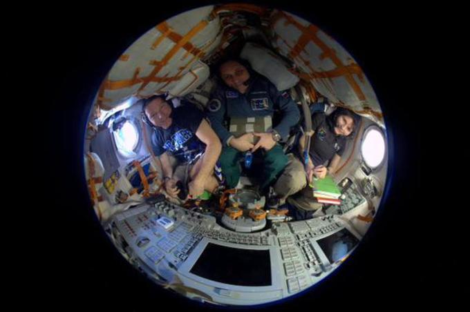 Ci si prepara per il viaggio di ritorno nella Soyuz