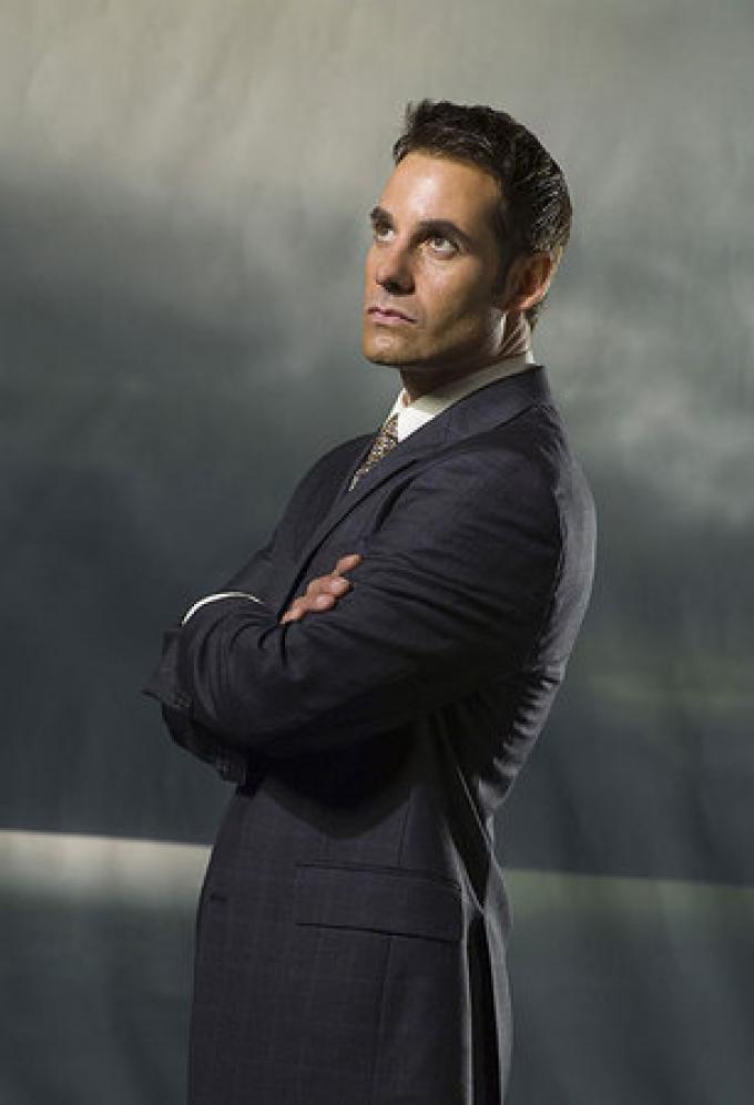 Adrian Pasdar (Nathan Petrelli)