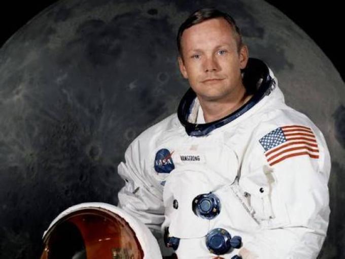 Neil Armstrong (USA, 5/8/1930-25/8/2012) astronauta e aviatore, primo uomo a posare piede sulla Luna il 21 luglio 1969.