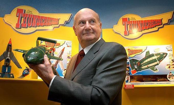 Gerry Anderson (UK, 14/4/1929-26/12/2012) regista e produttore televisivo, creatore di varie serie per ragazzi tra cui <i>Thunderbirds</i> e di due popolari serie di fantascienza, <i>UFO</i> e <i>Spazio: 1999</i>