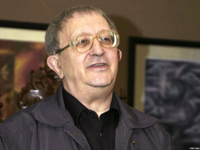 Boris Strugatsky (Russia, 14/4/1933-19/11/2012) Scrittore, insieme al fratello Arkady ha firmato alcuni dei capolavori della fantascienza russa, tra cui <i>Picnic sul ciglio della strada</i>, da cui fu tratto il film <i>Stalker</i>