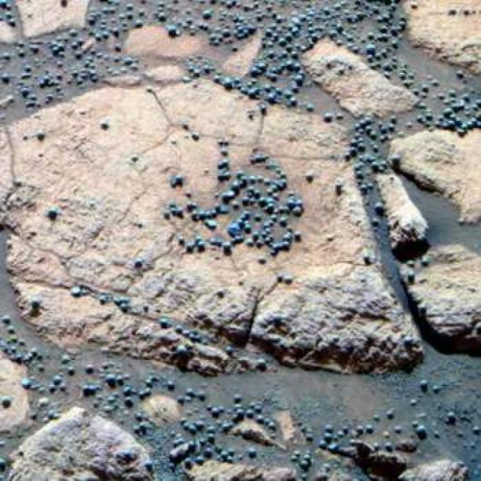 In realtà le sfere si sono dimostrate essere composte di ematite, un minerale di ferro che si forma in presenza di acqua.