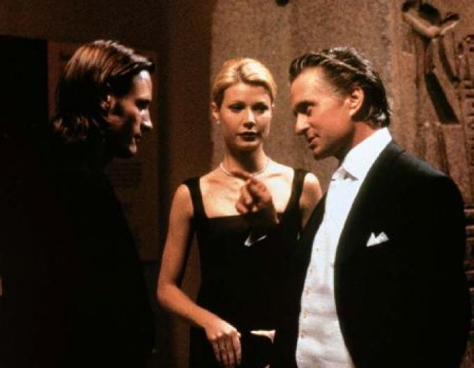 Con Gwyneth Paltrow e Michael Douglas in <i>Delitto perfetto</i> (1998)