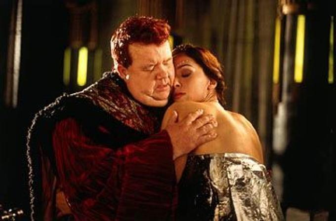 Daniela Amavia (Lady Alia) e Ian McNeice (il barone Harkonnen)