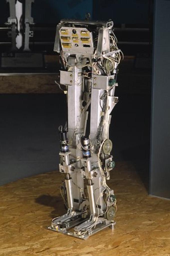 E0 (1986), il primo prototipo della Honda. Come robot non è granché...