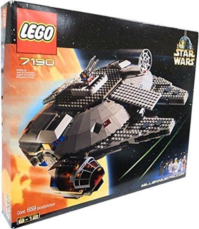 Il primo Millennium Falcon Lego, 7190, del 2000