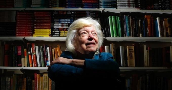 Kate Wilhelm (Toledo, 8 giugno 1928 – Eugene, 8 marzo 2018) Scrittrice