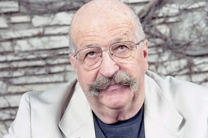 Gene Wolfe  (New York, 7 maggio 1931 – Peoria, 14 aprile 2019) scrittore