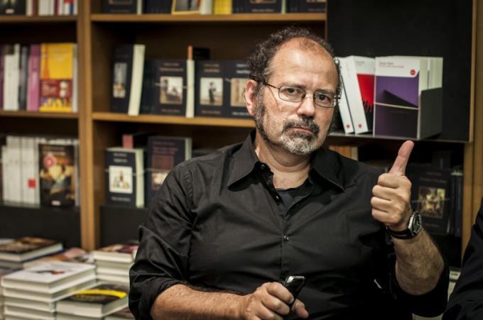 Stefano Di Marino (Milano, 28 marzo 1961 – Milano, 6 agosto 2021) scrittore