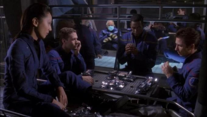 Ha anche l'orrida uniforme blu di Enterprise!