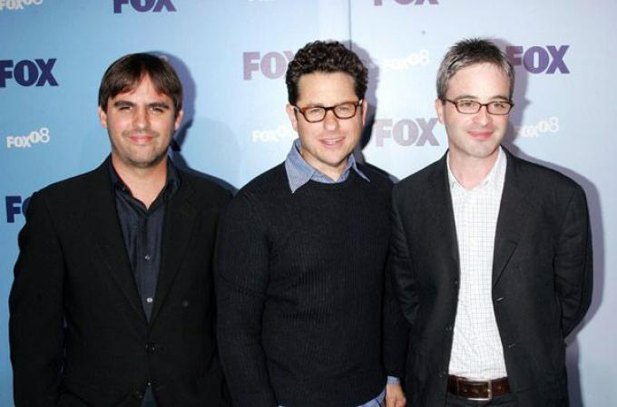 un trio di giovani autori televisivi.
