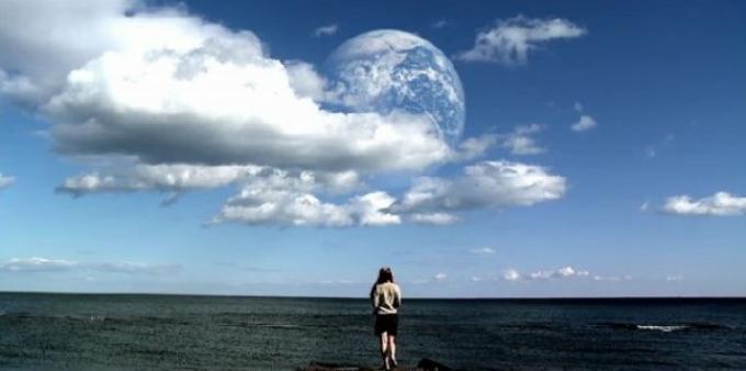 Un'immagine suggestiva da <i>Another Earth</i>