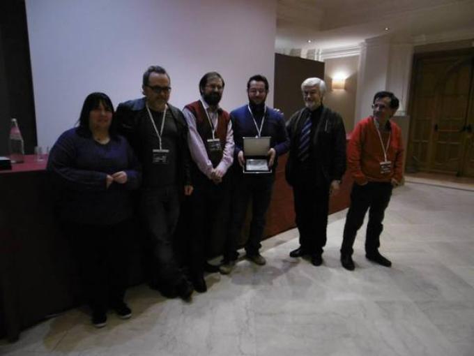 Il vincitore del premio Cassiopea Giovanni De Matteo con la giuria del premio
