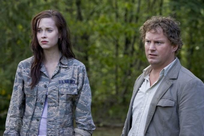 Elyse Levesque e Patrick Gilmore in una scena di Stargate universe