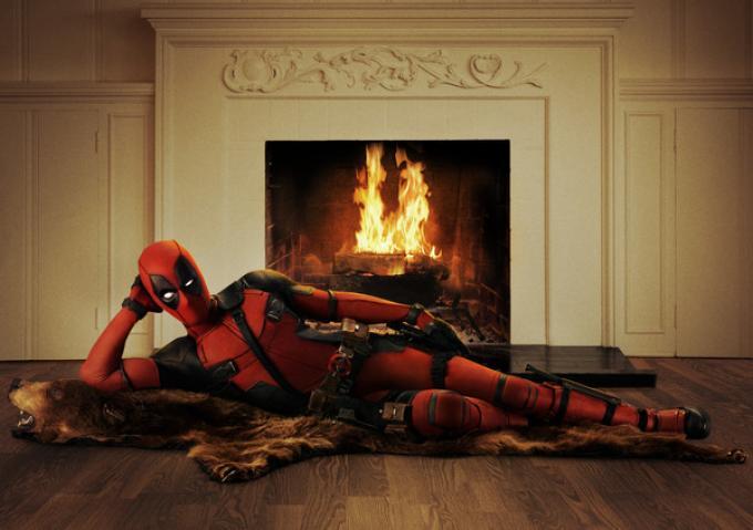 Il modo peculiare con cui Reynolds ha presentato ufficialmente il costume.