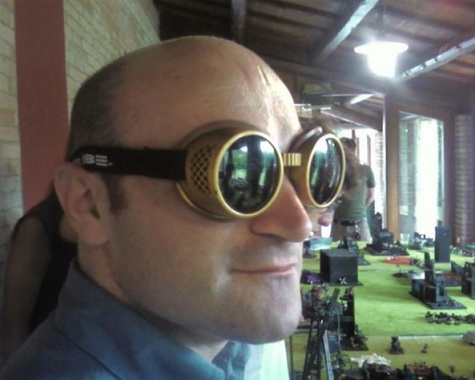 Alessandro Forlani in occhialini steampunk