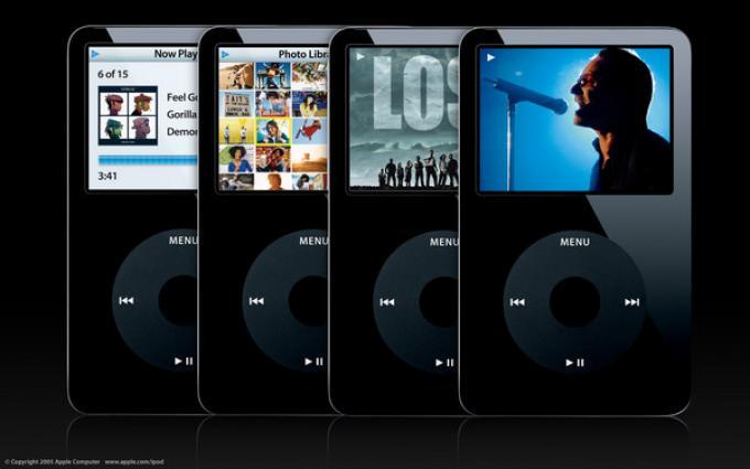 Il nuovo iPod è disponibile in due versioni, da 30 GB (329 euro) o da 60 (449 euro), nelle due varianti bianco e nero. Il cavo per collegarlo alla TV costa 29 euro.