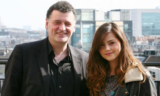 Steven Moffat, che ha salvato Jenna dai rottami del Titanic.
