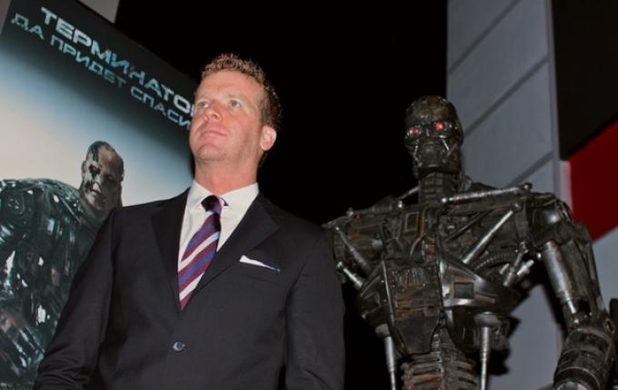 Skynet manda un terminator nel passato per uccideree mcG.