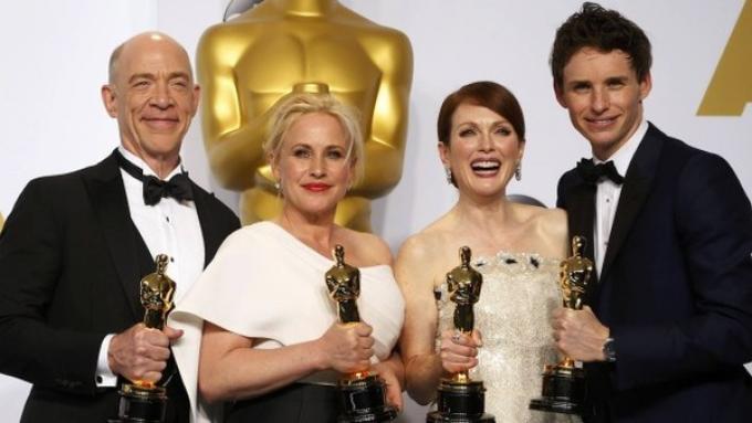 Gli attori vincitori dell'Oscar, da sinistra J.K. Simmons, Patricia Arquette, Julianne Moore, Eddie Redmayne